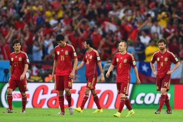 Meeskonna liider Andres Iniesta koos meeskonnakaaslastega, foto UEFA.com