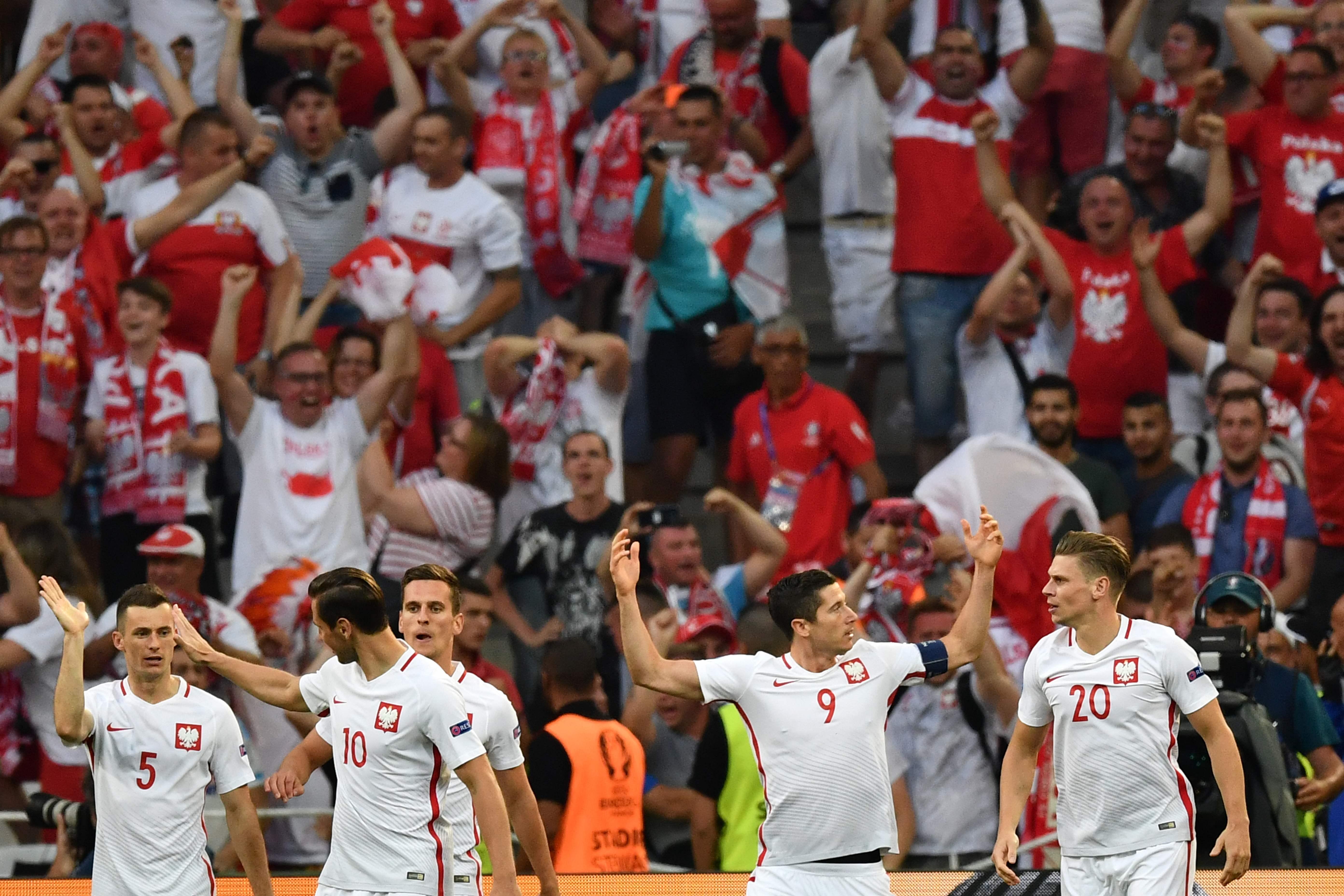 Lewandowski lõi varajase värava matši teisel minutil (Foto: AFP/Scanpix/LETA)