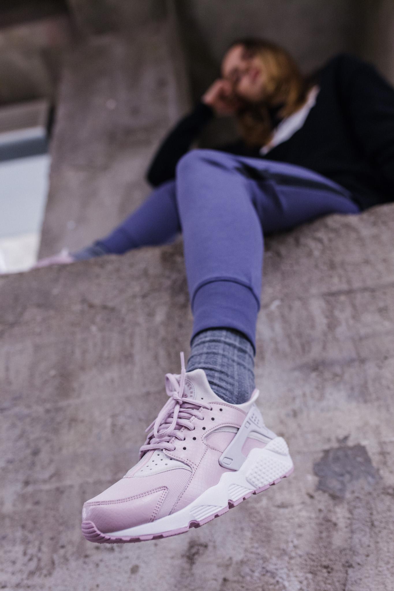 """cf98300a66f Esimesi Nike Air Huarache reklaamiti lausega: """"Kas olete oma jalgu täna  juba kallistanud?"""". See kirjeldas suuresti tossude kontseptsiooni ja  uuendusi ning ..."""
