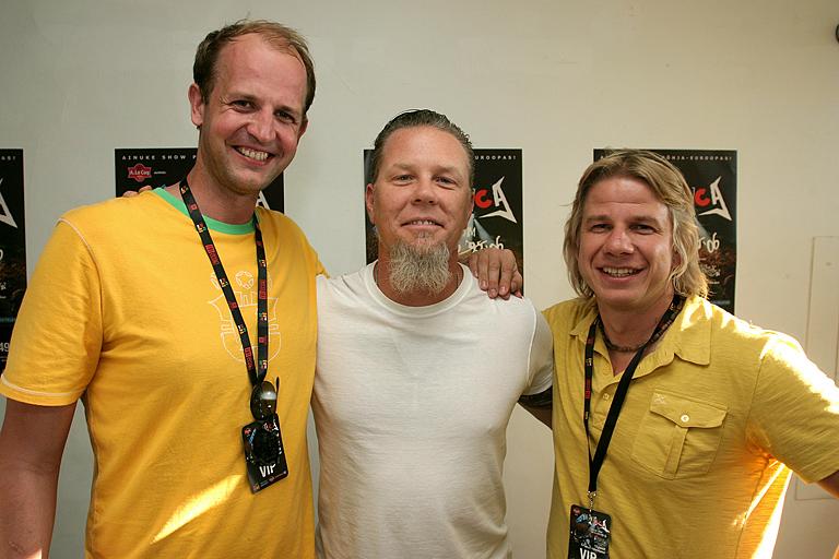 Sportlandi asutajad Anti Kalle ja Are Altraja koos Metallica liikme James Hetfieldiga. Sportland oli 13.06.2006 Metallica kontserdi peasponsor