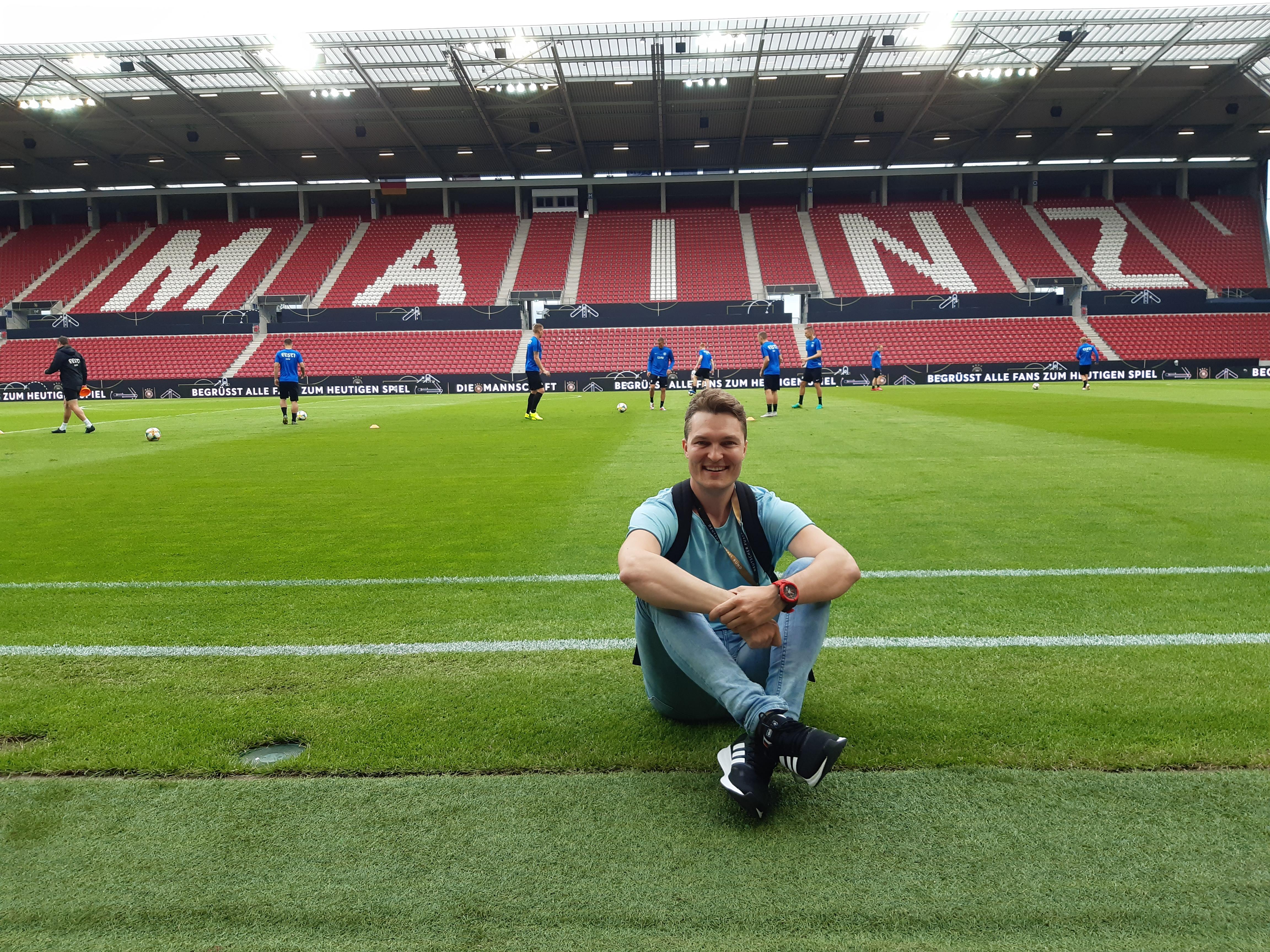 Artikli autor Lauri Hermann Mainzi staadionimurul