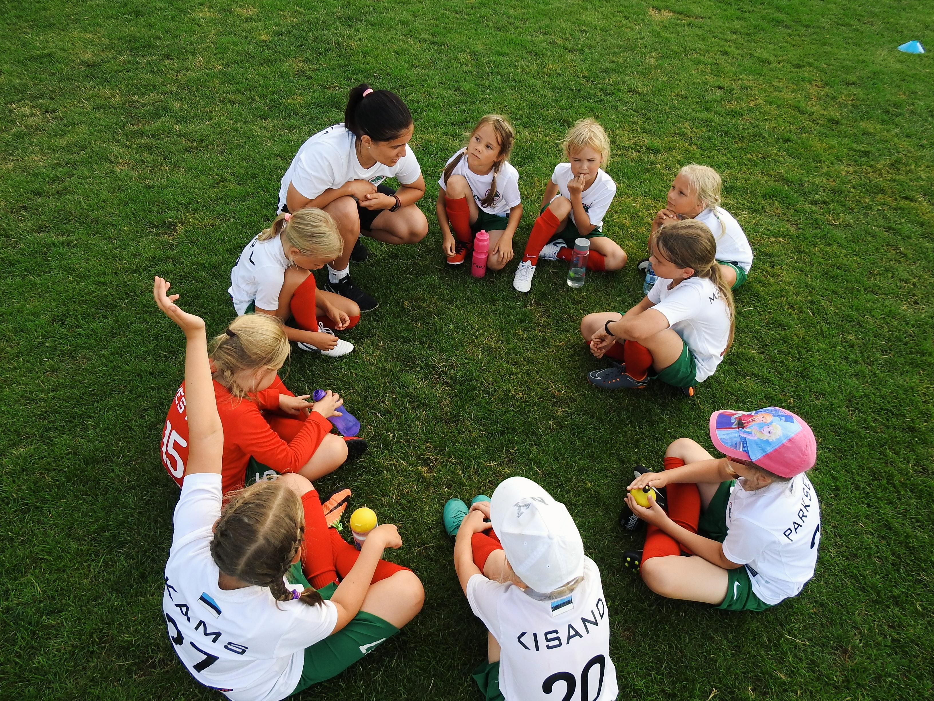 Marie pisikesed jalgpallitüdrukud turniiril Foto: Marko Parksepp