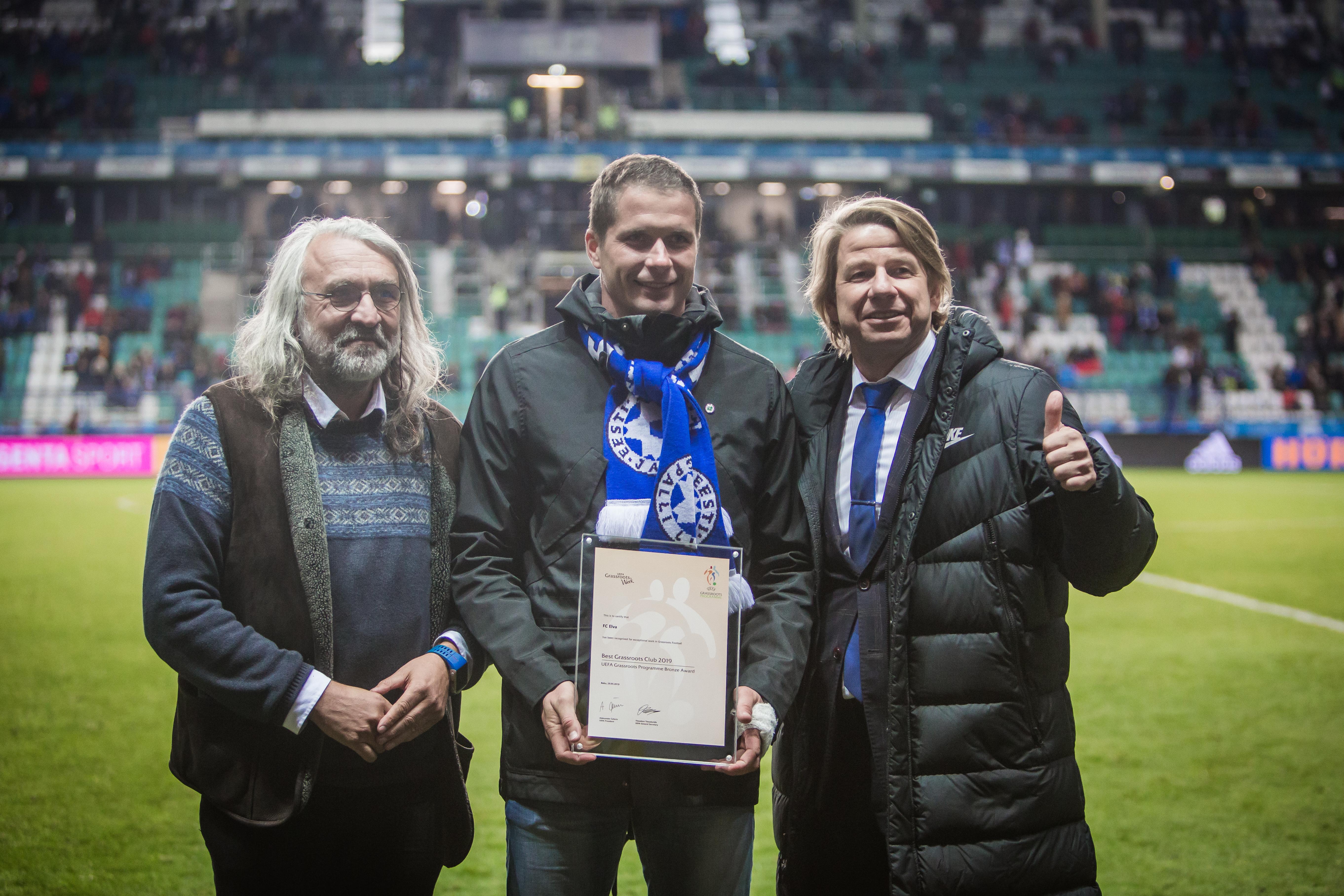 Eesti Jalgpalli Liidu president Aivar Pohlak, FC Elva tegevjuht Marek Naaris ning üks FC Elva asutajatest Are Altraja