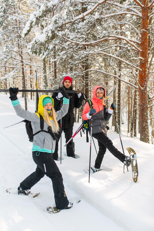 Marleen (vasakul) talvisel matkal Kõrvemaal