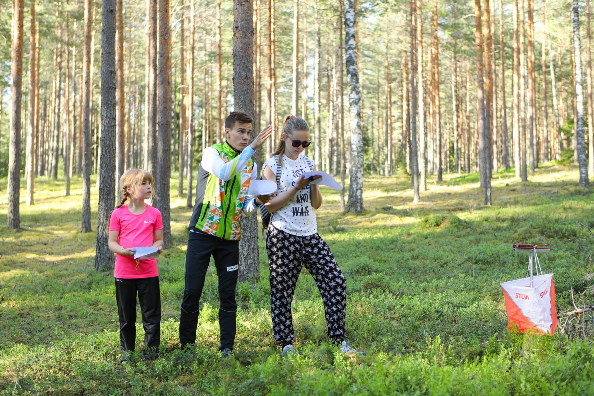 Kenny o-õpet läbi viimas Tartu orienteerumisneljapäevakul_Autor Reigo Teervalt